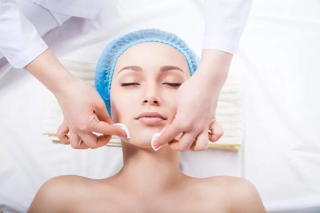 чистка лица косметологом в клинике Ирины Куприной